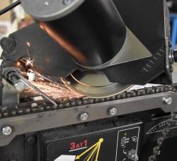 Broušení pilových řetězů na automatické brusce