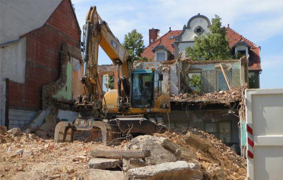 Demoliční práce včetně likvidace nebo recyklace odpadu