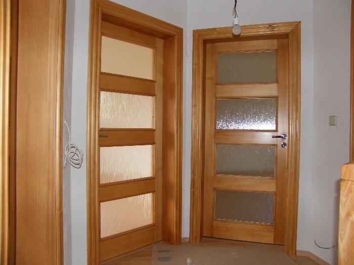 Vestavěné skříně, postele, jídelní stoly i kuchyňské linky