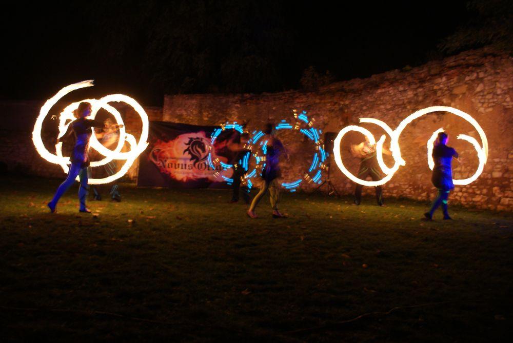 Zajištění akcí s historickým nádechem, šerm z období gotiky, fire-show, light-show