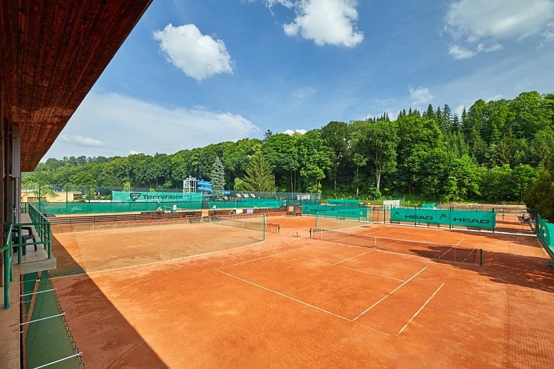 Správa tenisových kurtů