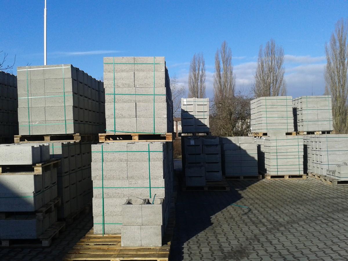 Cihly, tvárnice a tvarovky z betonu Kladno