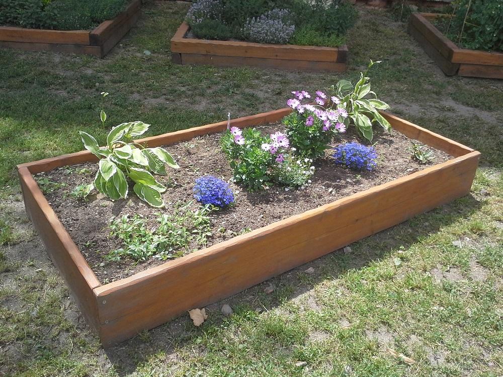 Atraktivní a moderní vyvýšené záhony nejen na městské zahrady z tvrdého dřeva