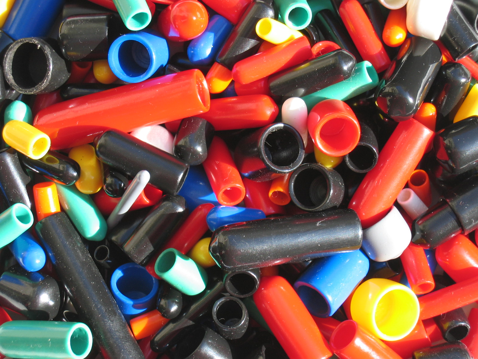 Plastová zakončení pro trubky, hadice, dráty i kabely, Vinyl - Flex, s.r.o.
