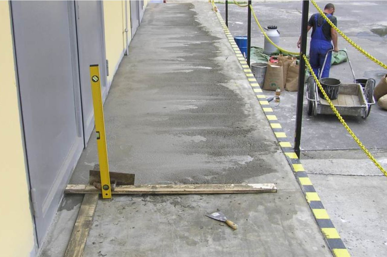 Renovace poškozených podlah výrobních hal a parkovišť