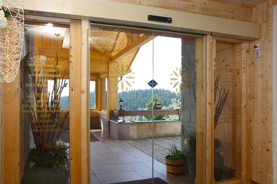 Komfortní první dojem - automatické dveře pro hotely, restaurace a relaxační centra