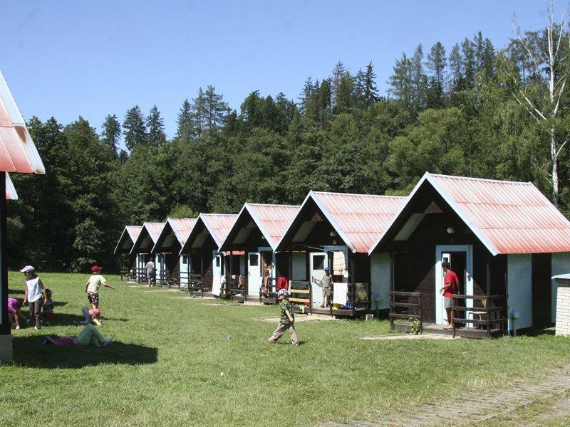 Rekreační středisko na břehu Sázavy, ubytování v chatkách, možnost stanování