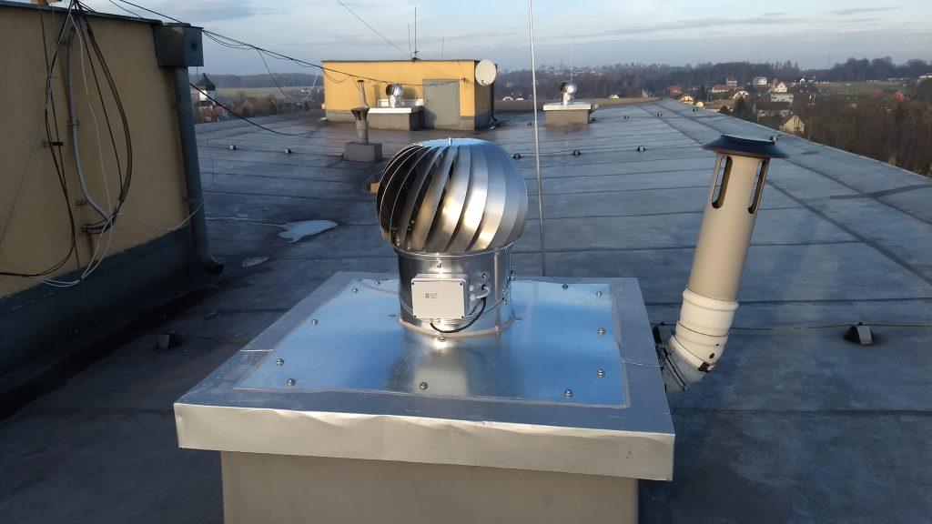 Montáž ventilačních turbín, hybridních ventilátorů pro snadné odvětrávání šachet