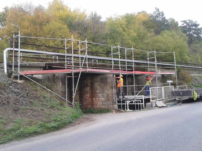 Dodávky lešení Hradec Králové - lešení pro přestavbu mostů a budov