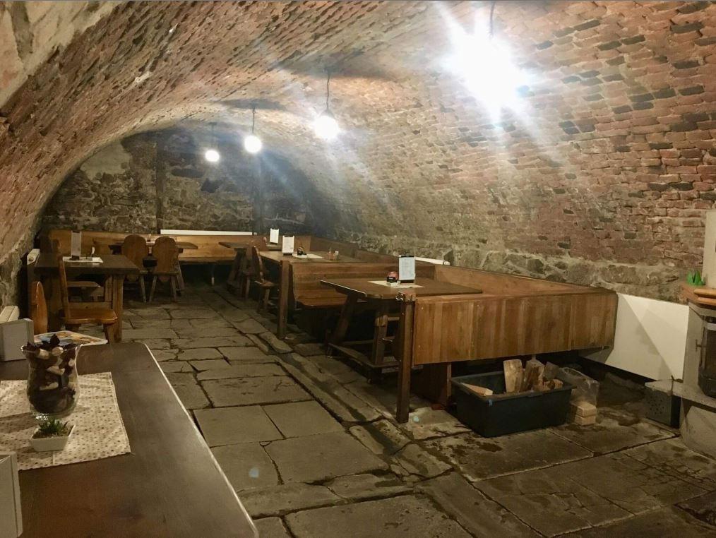 Degustace vín ve vinařském sklepě