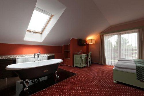 Hotel Kunětická Hora - Standardní pokoje, pokoje Deluxe, apartmány