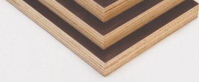 Dřevomateriál z různých typů dřeva