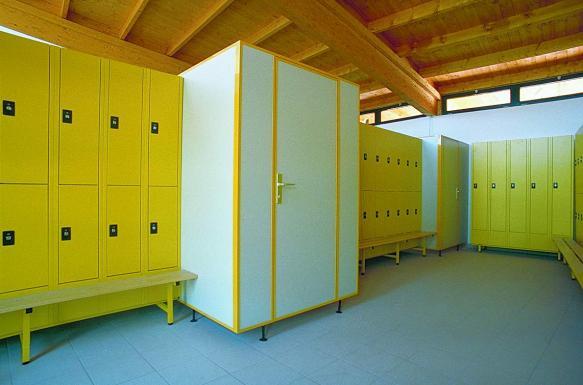 Sanitární příčky a převlékací kabiny značky PALME a ELMAPLAN