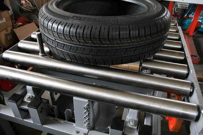 Transportní a manipulační zařízení, zakázková výroba dopravníků, elevátorů, robotů