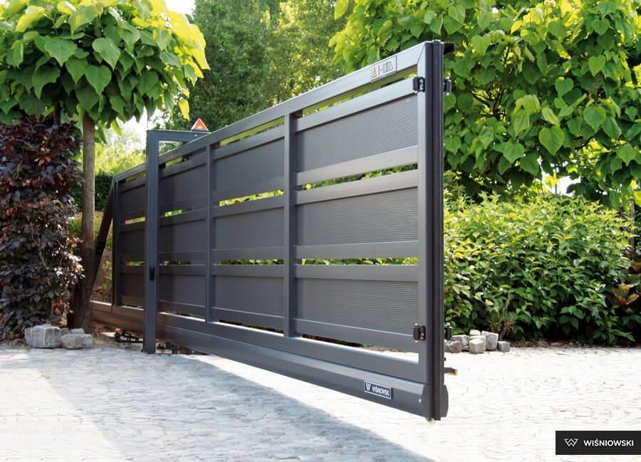 Posuvná vrata a brány – ruční, s pohonem
