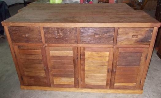 Komoda z teakového dřeva