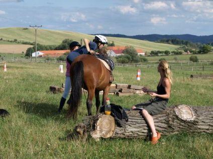 Ustájení koní, vyjížďky na koni i jezdecké kurzy