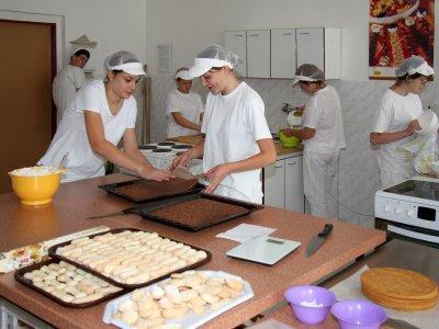 Střední odborné učiliště s domovem mládeže, obory pro studenty se SVP, cukrář, zedník, strojník