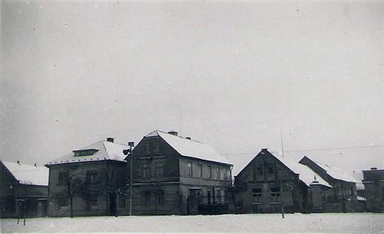Historie obce Strašnov, okres Mladá Boleslav, první zmínky, tvrz