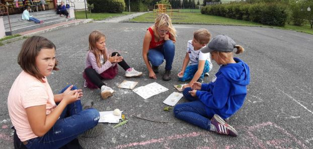 Moderně vybavená škola s činnostními a kooperativními prvky učení