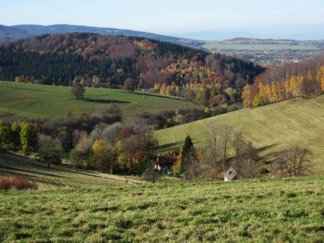 Obec Raspenava s ryzí přírodou a fotbalovým klubem