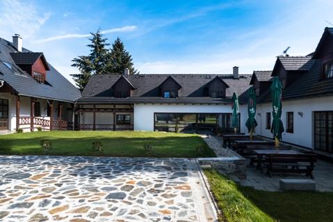 Hotel s restaurací a venkovní terasou - rauty, večírky, svatby