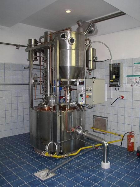 Pro lihovary a pěstitelské pálenice, destilační přístroje Brno