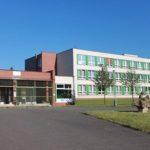 Základní škola Praha 12 - v klidném prostředí uprostřed sídliště