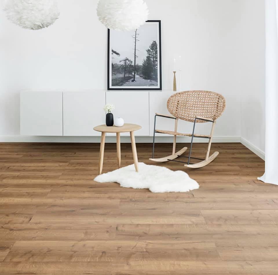 Podlahy od renomovaných výrobců, laminátové, plovoucí, PVC, dřevěné s nenáročnou údržbou