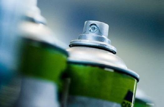 Kvalitní dílenská chemie pro stavebnictví i kovovýrobu – oleje, těsnění, lepení