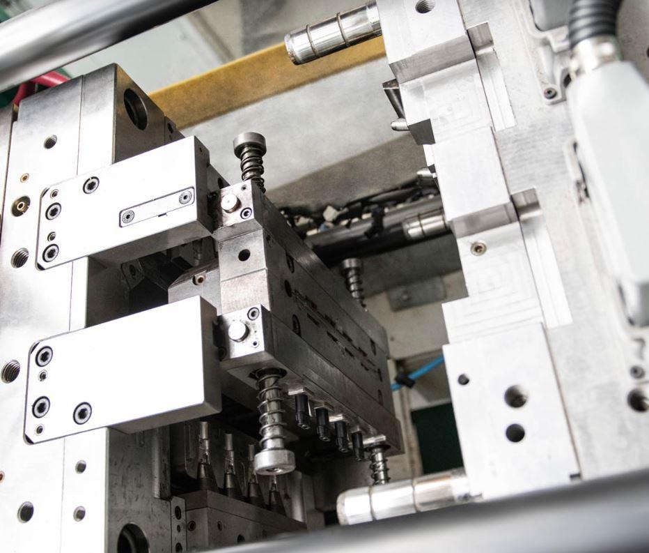 Moderní lisovna plastů s prvotřídními CNC stroji, Polička