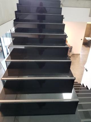 Kamenné schody do interiérů i exteriérů na míru dle přání zákazníka