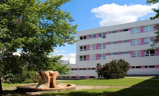 Průmyslovka Třebešín, středoškolské vzdělání v oboru strojírenství, IT, technické lyceum