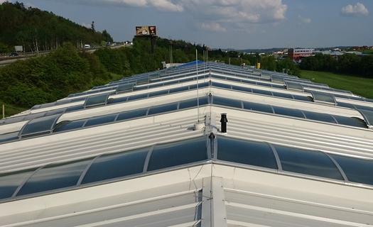 Stavební rekonstrukce průmyslových objektů, montáž střešních světlíků