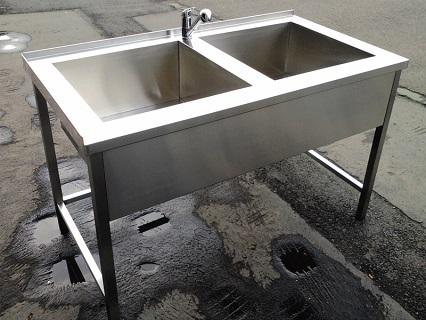 Výroba gastro zařízení – nerezové stoly, digestoře, vozíky, regály a další