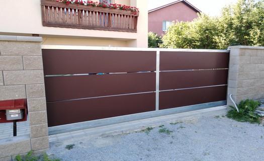 Zámečnictví Faryjo, posuvné brány, ploty, ocelové pergoly, výroba a montáž na zakázku