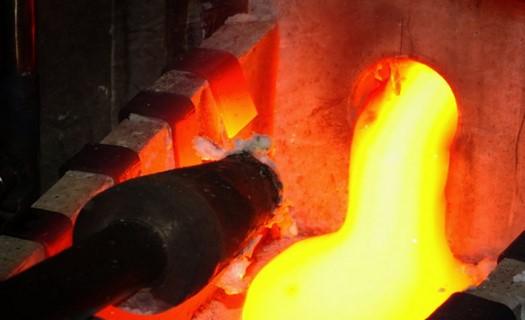 Temperování i odtemperování sklářských a průmyslových pecí, servis a kontrola kotvení pece