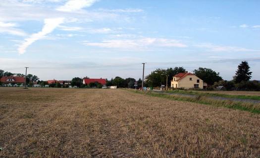 Obec Kněžičky v okrese Nymburk, vesnice v blízkosti Národní přírodní rezervace Žehuňská