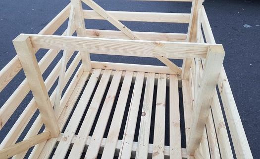 Auftragsproduktion von Holzkisten für Kohl oder Kürbisse in verschiedenen Größen Tschechien