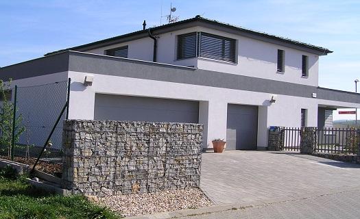 Kompletní výstavba rodinných domů na klíč – od výkopových prací po instalaci oken