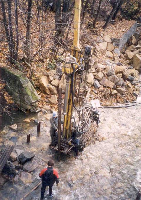 Vrtané studny-kopání, vrtání, výstavba studní, rozbory vody