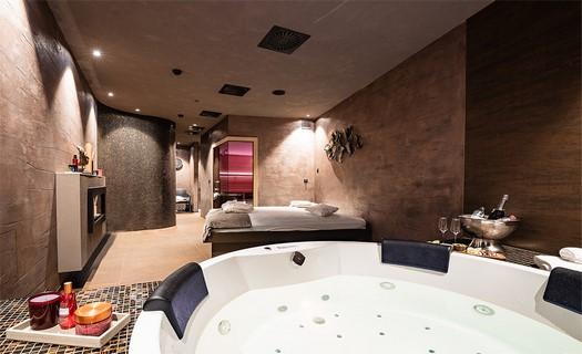 Luxusní pokoje v minimalistickém stylu, Hotel Nutrend World