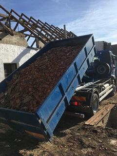 Přistavění kontejneru a následný odvoz zahradního odpadu, trávy, listí a zeminy