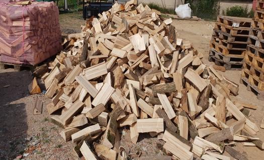 Palivové dřevo štípané i rovnané, smrkové, dubové i habrové dříví, doprava a prodej
