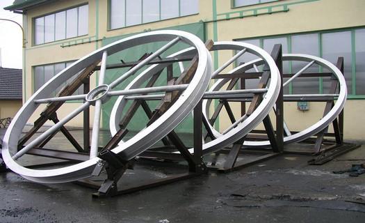 Zakázková strojírenská výroba, stroje a náhradní díly na míru, precizní CNC obrábění