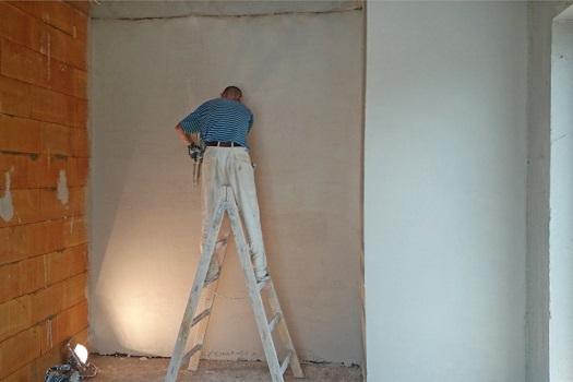 Omítání stěn v interiéru