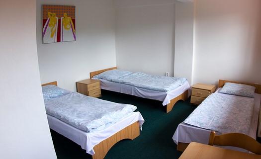 Příjemné ubytování v hotelu i v chatkách
