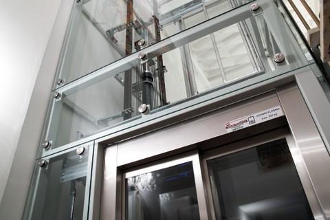 Servis výtahů nonstop, servisní práce u stávajících a nových výtahů, generální opravy výtahů dle norem Brno