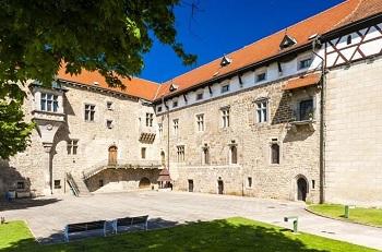 Vodní gotický hrad Budyně nad Ohří