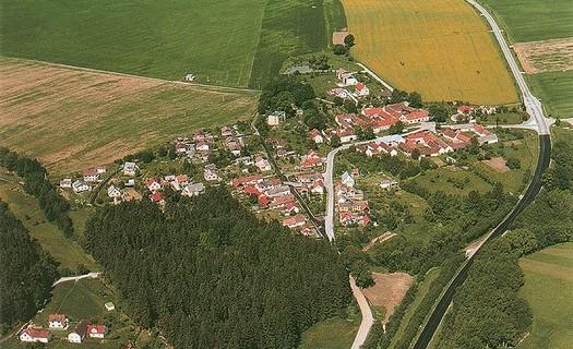 Obec Mirkovice, obecní úřad, knihovna, sportovní hřiště, levné ubytování